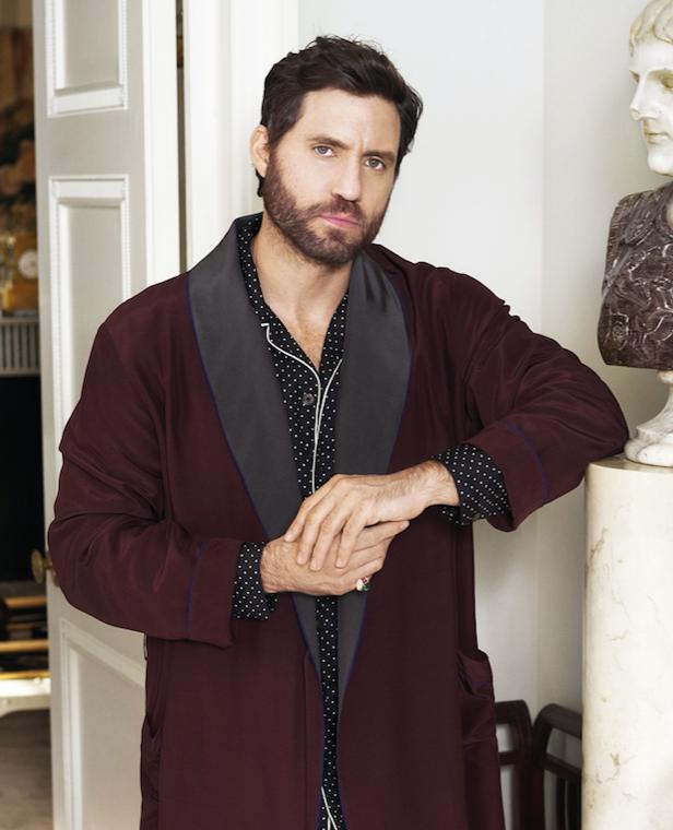 Town & Country – Edgar Ramirez (as Gianni Versace) wearing an Eleuteri Ring